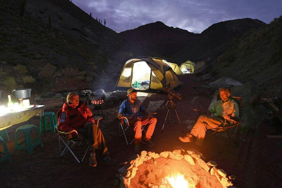 L'expérience en camp dans la vallée de la Luna pour admirer les étoiles