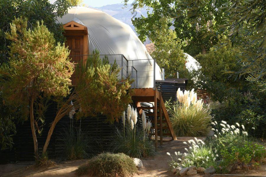 Près de Vicuna, certains établissements surfent sur le boom du tourisme astronomique en proposant des chambres en forme de coupole de télescope.
