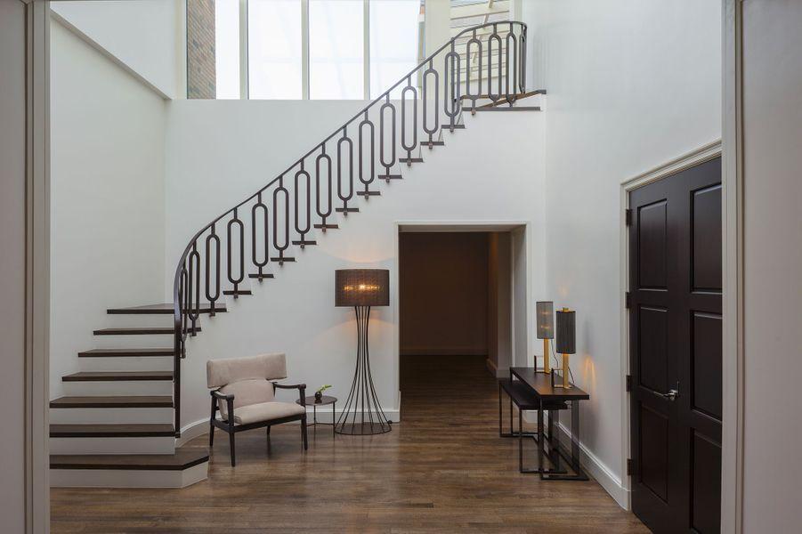 Les escaliers pour se retrouver au 17e étage de l'immeuble.