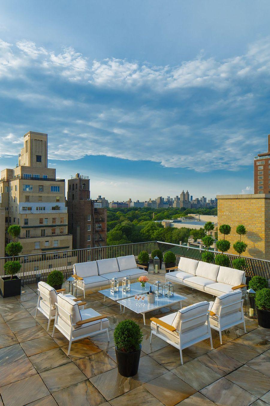 Le superbe rooftop avec vue sur les toits de New-York.