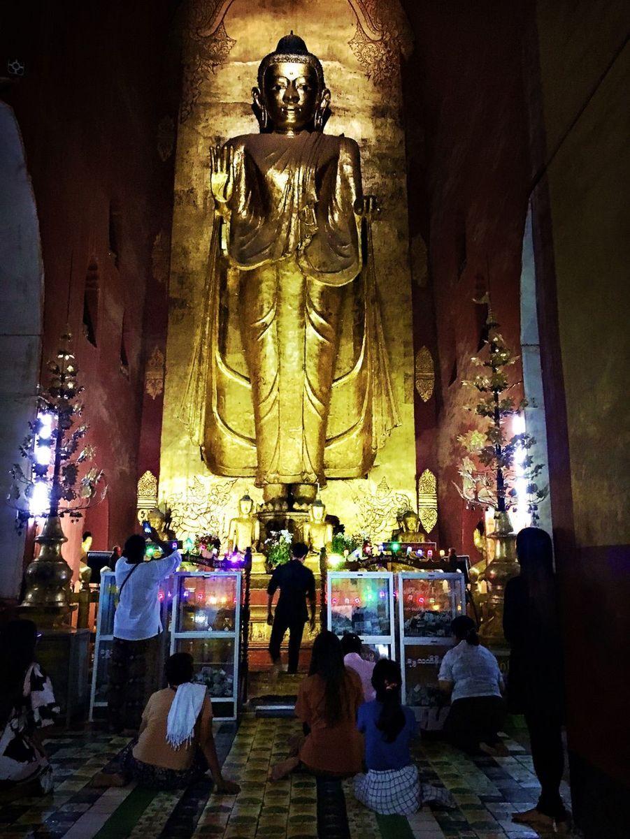 Après Mandalay, ce sont les paysages époustouflants des stupas de Bagan. Une étape spirituelle où la beauté du lieu a mis tout le monde d'accord.