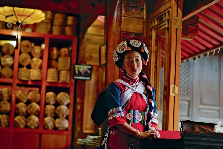 A Benzilan, l'hôtel LUX* Tea Horse Road est construit sur une ancienne poterie où les caravaniers venaient acheter leur bol en terre pour leur périple jusqu'à Lijiang. Dans cette ville classée au patrimoine mondial de l'Unesco, un deuxième hôtel situé au cœur de la vieille ville permet de partir sur les traces du thé si rare. luxresorts.com.