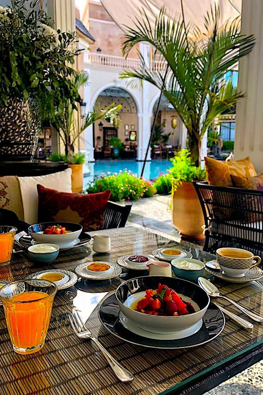Petit dejeuner en terrasse.