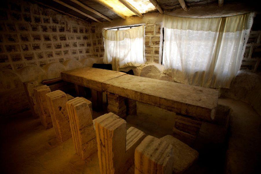 Au Salar d'Uyuni, un vaste désert de sel situé en Bolivie.