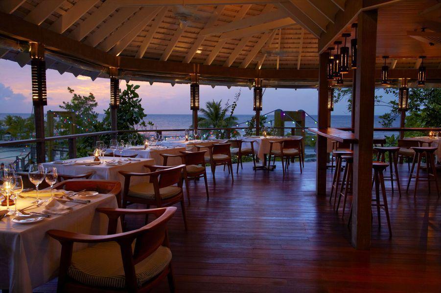 Un restaurant, de nuit,du GoldenEye.