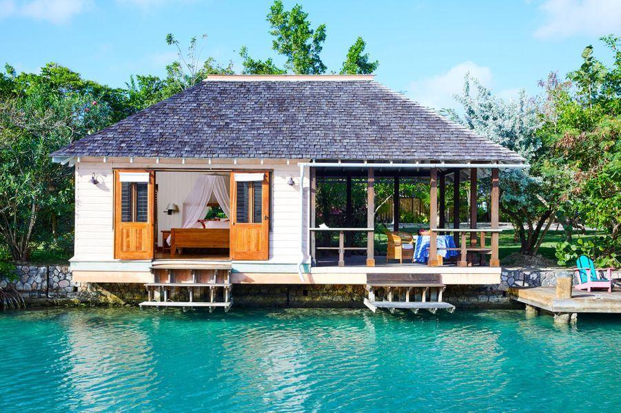 Un cottage sur le lagondu GoldenEye.