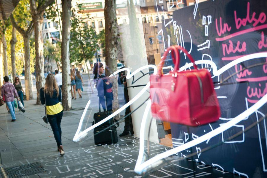 Shopping dans les rues de Madrid, Barcelone et Valence, mélange de marques de mode nationales et de créateurs indépendants.
