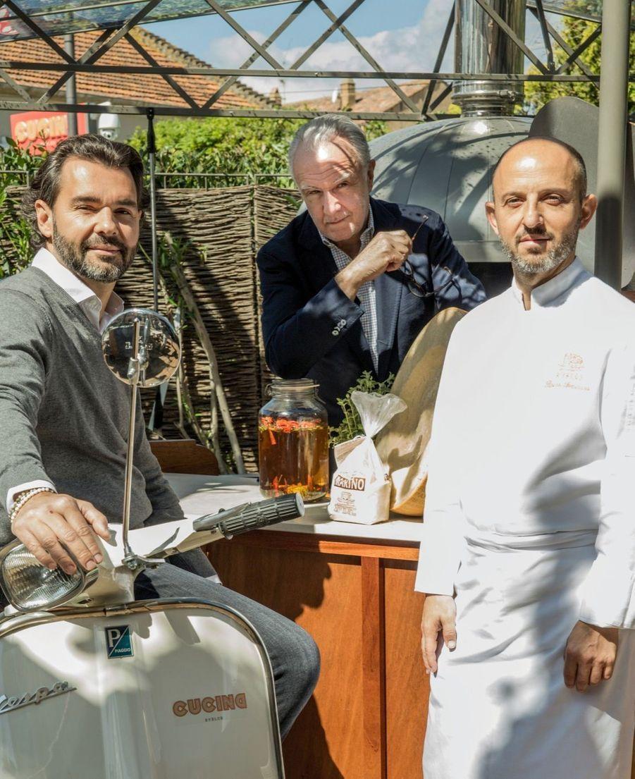 Antoine Chevanne, actuel propriétaire, Alain Ducasse et le chef exécutif Rocco Seminara qui veille sur le Cucina.