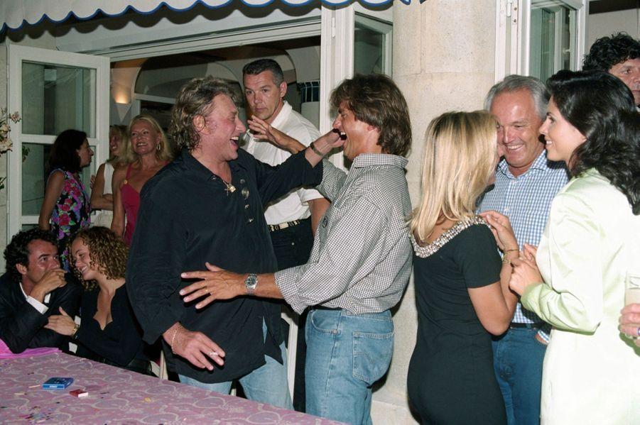 Johnny Hallyday et Henri Leconte au Byblos dansles années 1990. Adroite, Christian Bîmes et Caroline Barclay