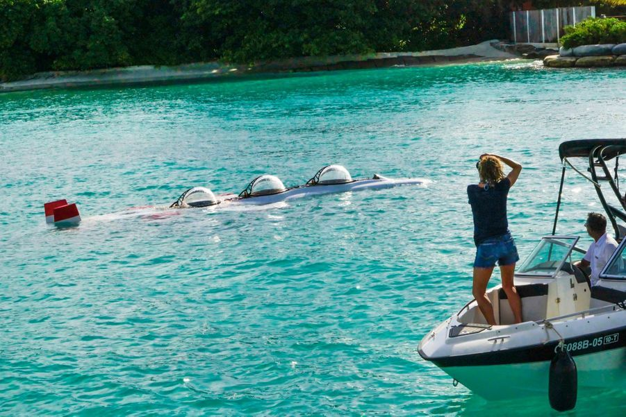 Prêt au départ ! Les bulles du sous-marin ne vont pas tarder à disparaître dans l'eau.