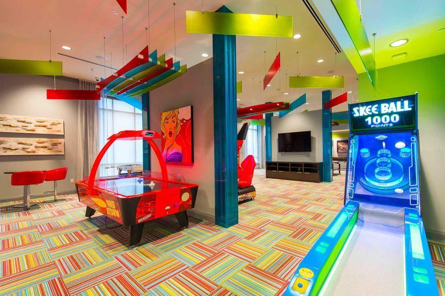 Dans les parties communes: un salle de jeux rétros.