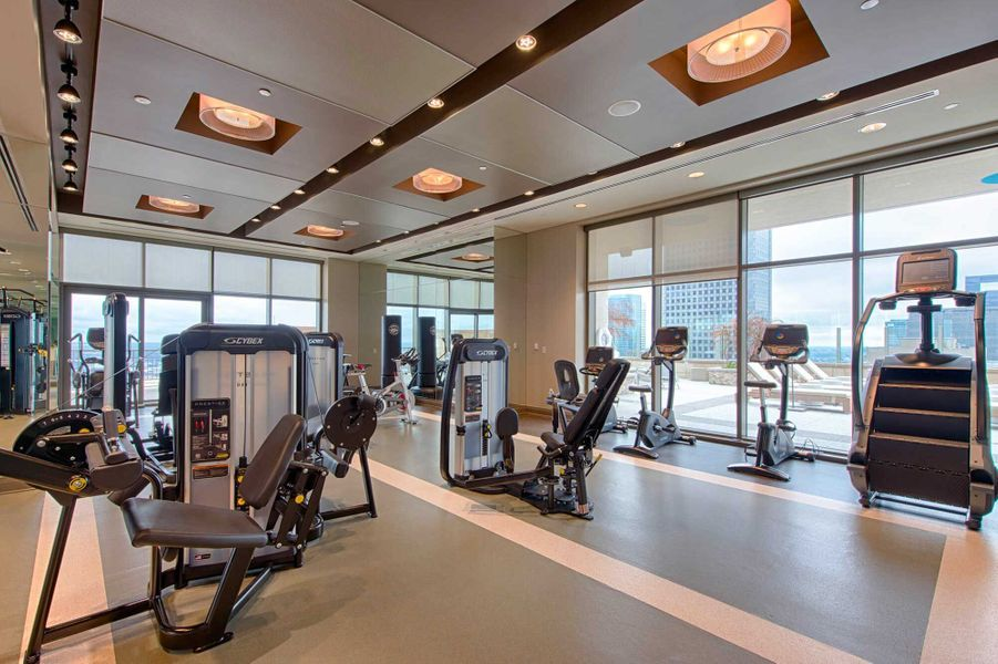 Dans les parties communes: une salle de gym.