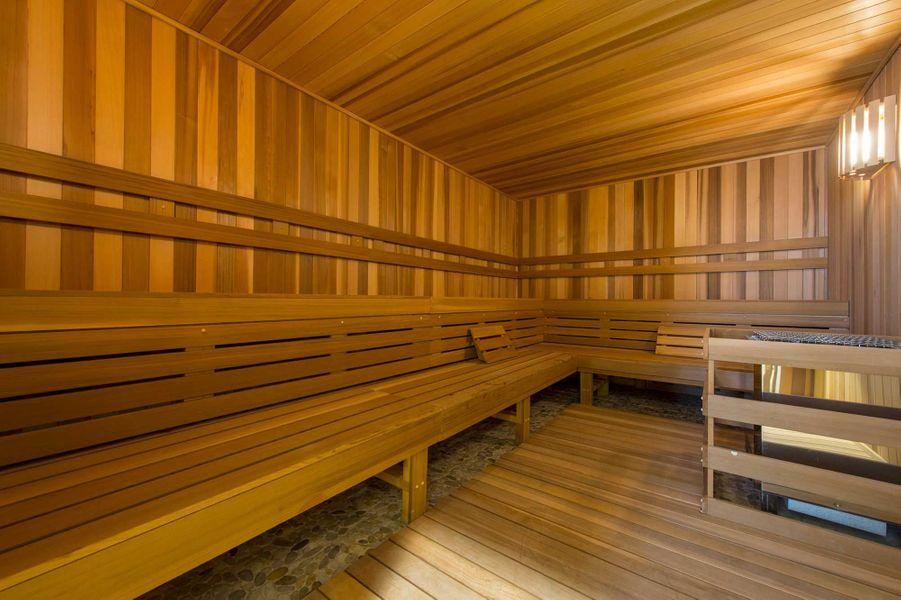 Dans les parties communes: un sauna.