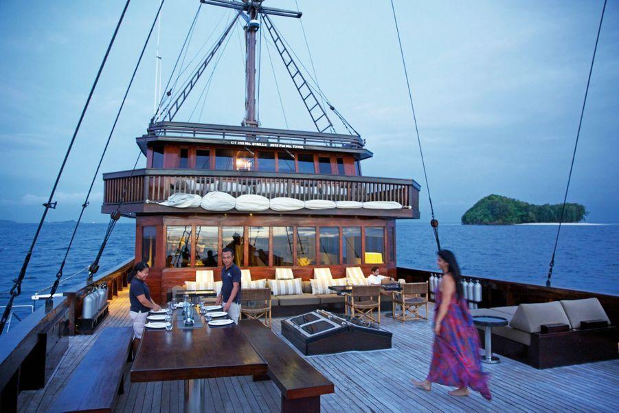 En 2019, l'« Alila Purnama » offre de nouveaux parcours à travers les archipels de l'Est indonésien entre le parc national de Komodo, Banda Islands, l'île volcanique d'Ambon, Cenderawasih Bay et Raja Ampat.