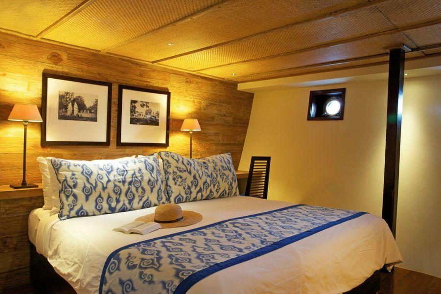 Plusieurs voyages, entre octobre et février, sont disponibles sur la base de deux personnes en cabine suite standard (ci-dessus)), pour six nuits à partir de 7 700 euros environ tout compris. alilahotels.com/purnama.