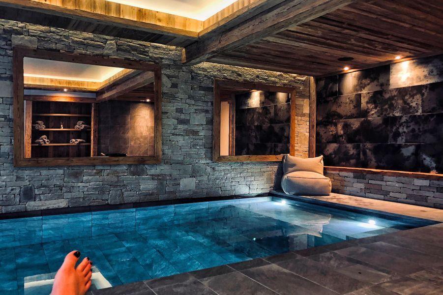 La piscine d'intérieur.