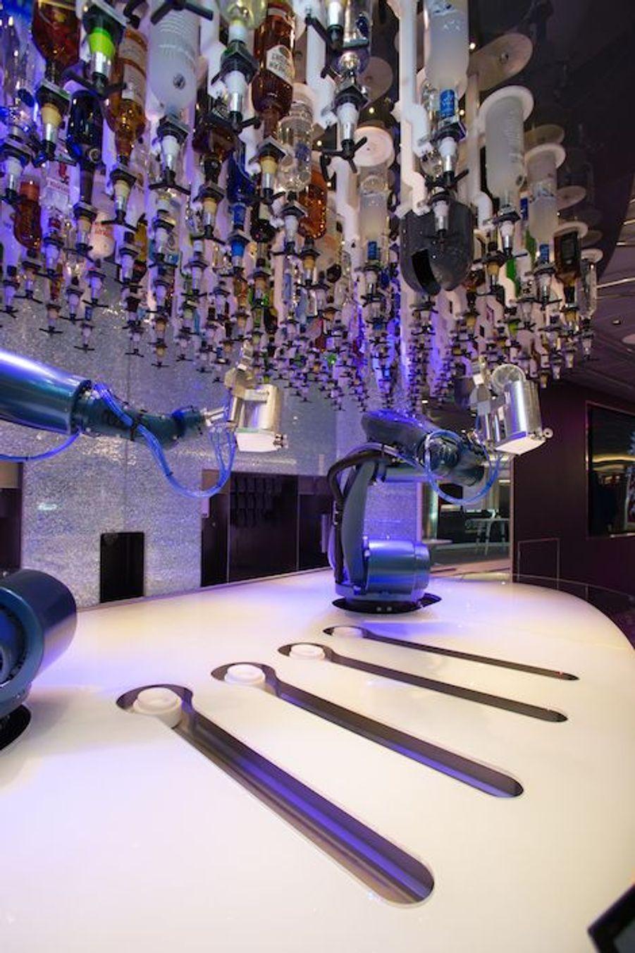 Le bionic bar où des robots préparent vos cocktails