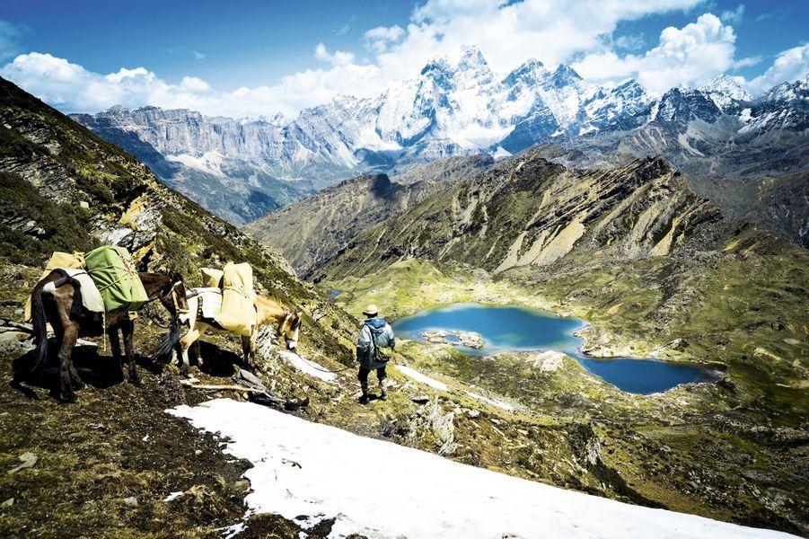 La fin du parcours et sa récompense : la vue du lac d'Aboudjé, 4 000 mètres d'altitude. Un spectacle bleu cobalt saisissant.