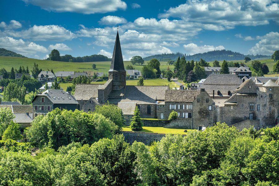 Le village médiéval deSaint-Anastaise.