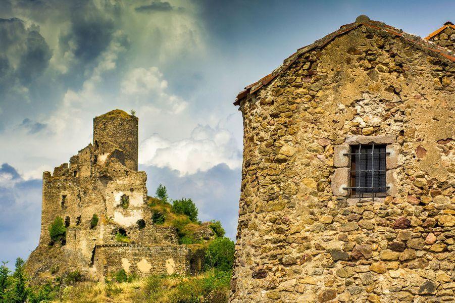 Les ruines du château de Léotoing.