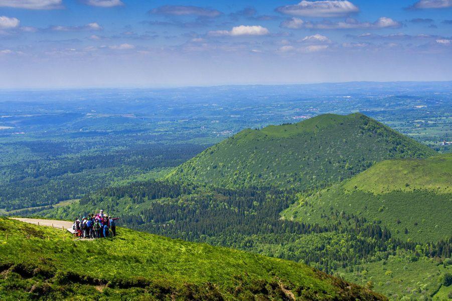 Vue sur la chaîne des volcans de l'Auvergne.