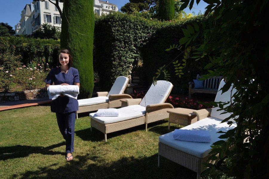 L'espace relaxation dans le jardin du spa.