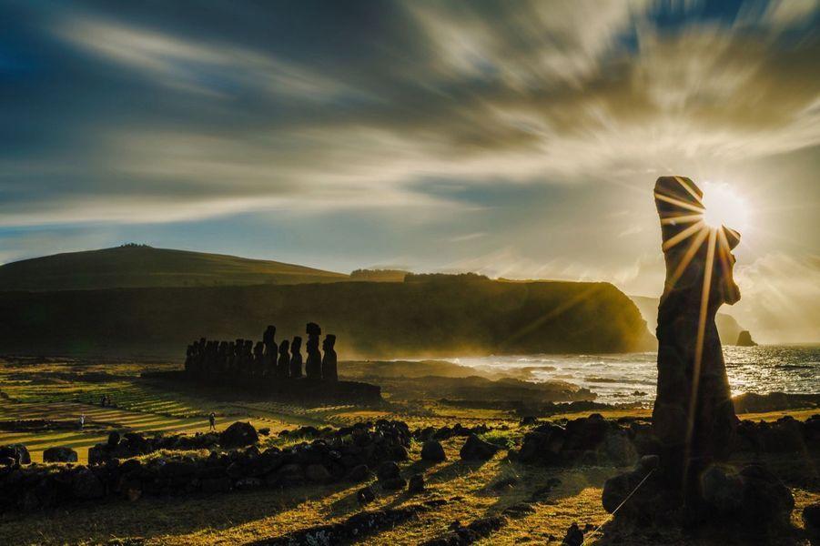 Ahu Tongariki, avec ses 15 moais, dont le plus lourd pèse 86tonnes, symbolise toute la magie de Rapa Nui.