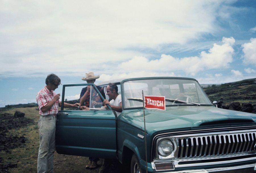 Tony Saulnier et Hubert Herzog ont circulé pendant six semaines dans la voiture prêtée par le gouverneur de l'île.