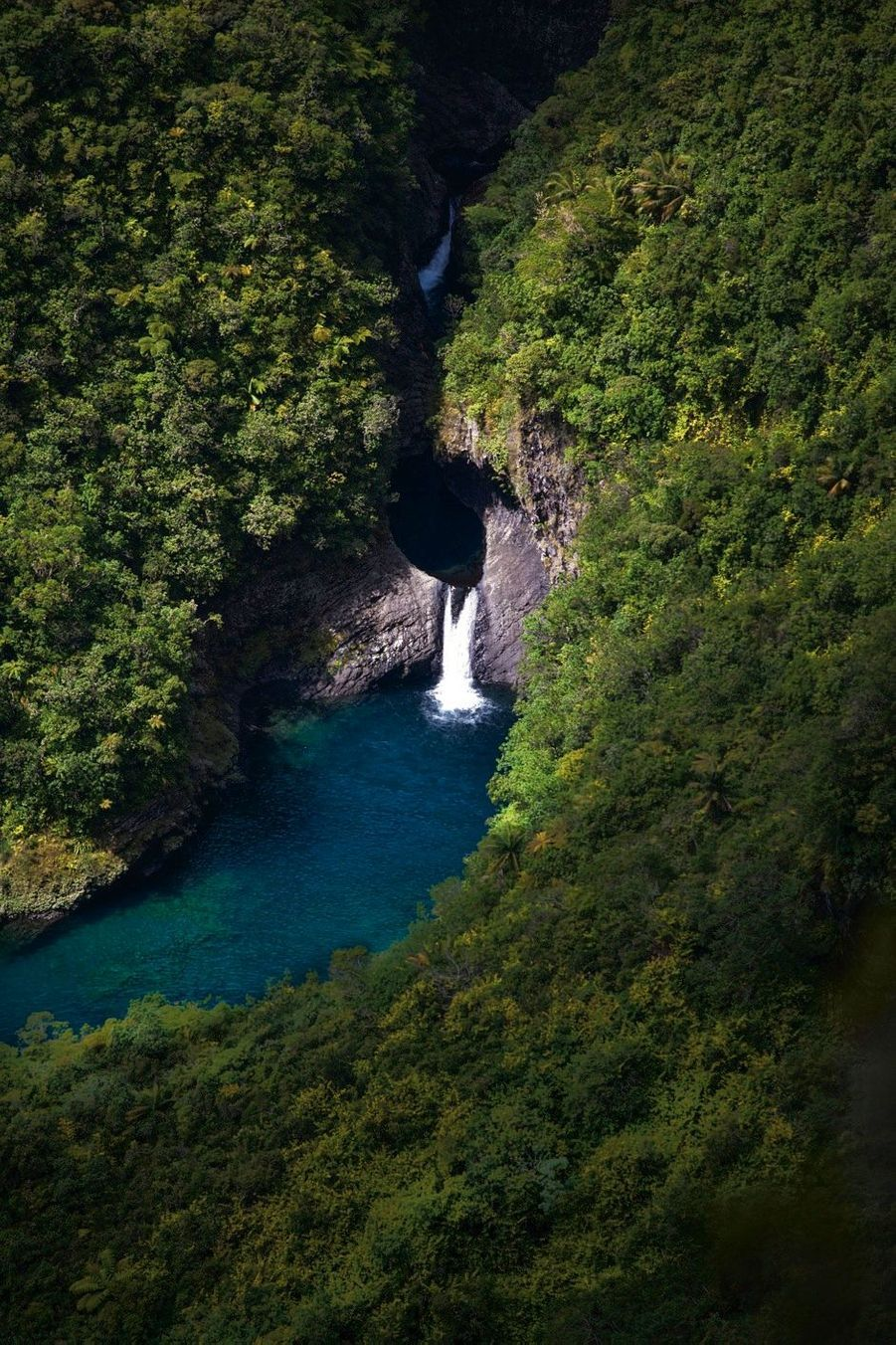 La cascade de Takamaka, au belvédère de la rivière des Marsouins.