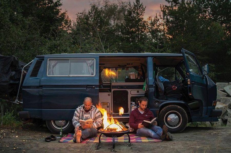 Deux « vanners » ont donné quelques chiffres d'un voyage de six mois en Europe : 35 000 kilomètres, 24 pays, 11 563 photos et 52 rouleaux de PQ.