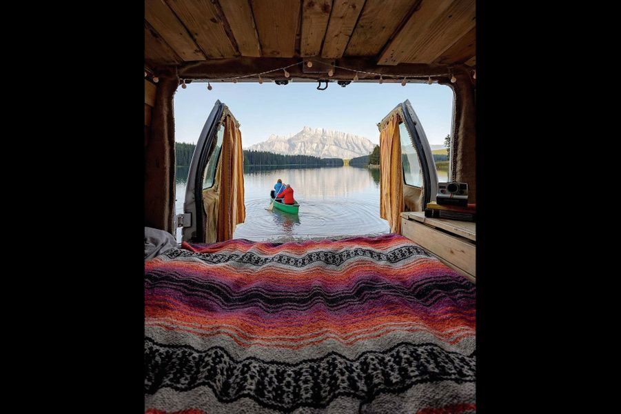 … ou on dort avec ses chaussettes avant de canoter vers une montagne.