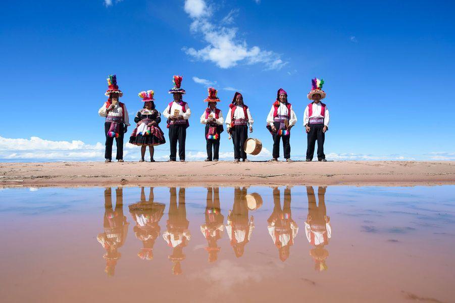 Des joueurs de flûte à Taquile.