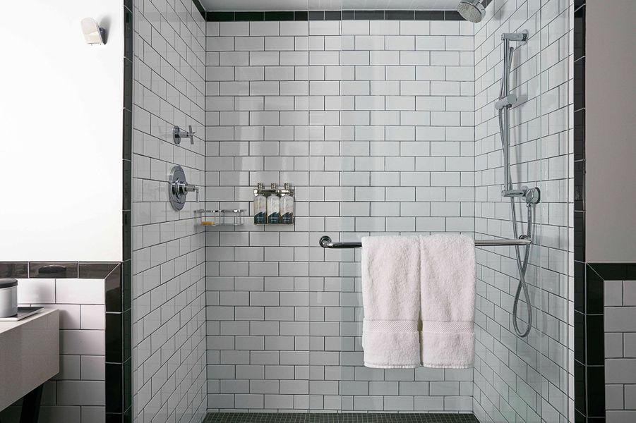 The Renwick Hotel New York City, Curio Collection by Hilton Bathroom