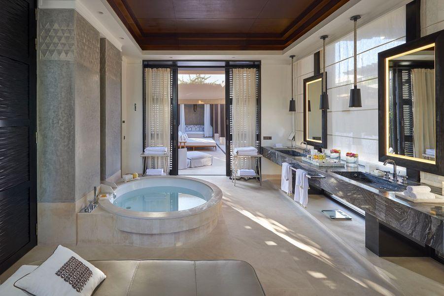 Dans les villas: la salle de bain.