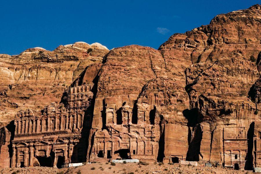 En Jordanie, Pétra, avec ses palais sculptés dans la montagne, achève le périple.