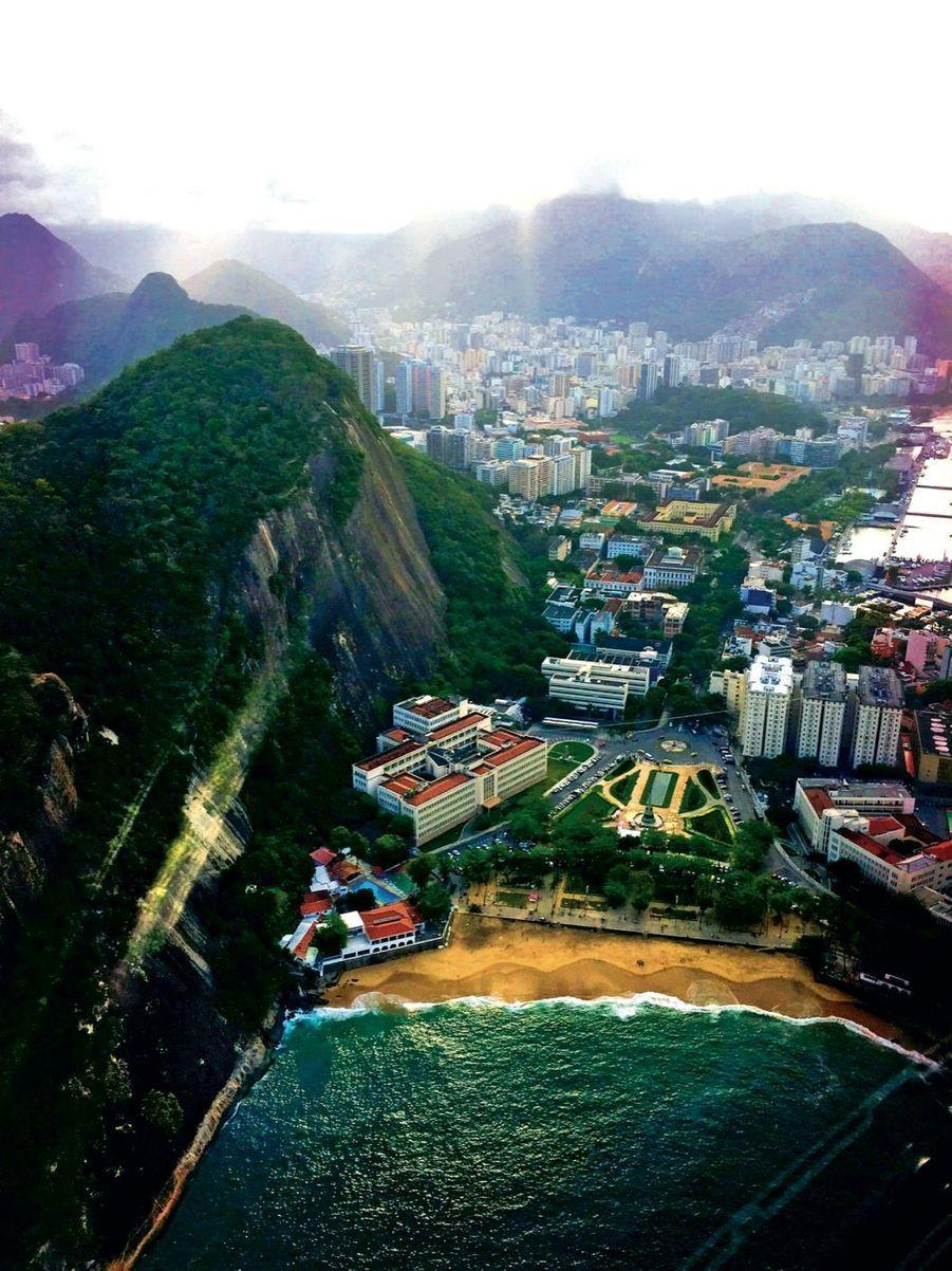 Admirer Rio du ciel, avant de déambuler sur la plage de Leblon.