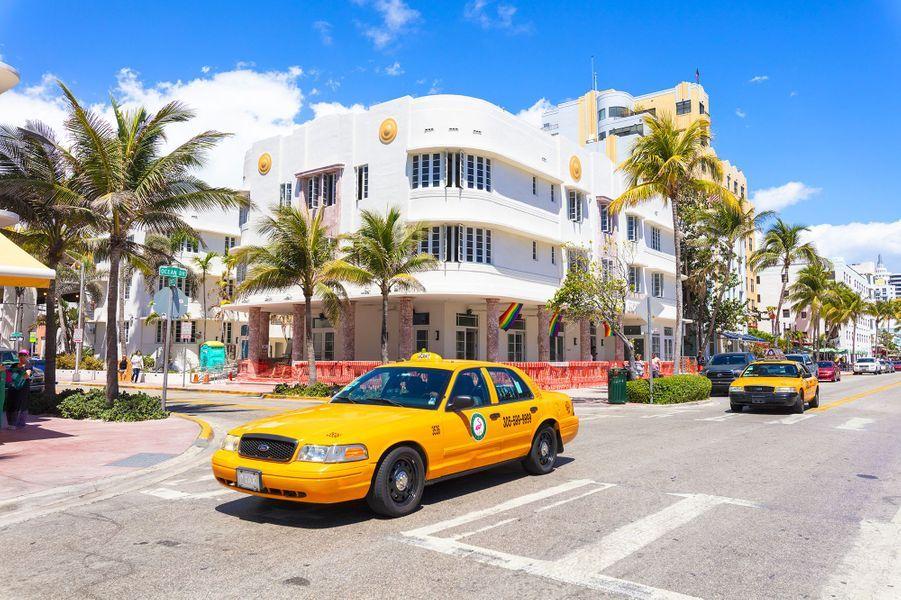 4ème :Miami, États-Unis.Célèbre pour ses belles plages et sa vie nocturne animée, Miami a longtemps captivé les voyageurs à la recherche d'un coin de paradis tropical alors que le reste de l'Amérique du Nord frissonnait. Ces dernières années, la « Magic City » a rajouté plusieurs cordes à son arc en devenant un centre artistique en plein essor, une destination prisée par les foodies et une ville innovante en matière de design urbain.