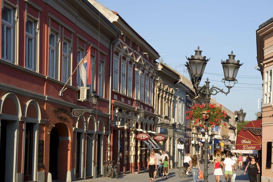 3ème : Novi Sad, Serbie.Habituée à être dans l'ombre de Belgrade, Novi Sad est aujourd'hui sous les feux de la rampe. Celle que l'on surnomme le « nouveau jardin » serbe a été élue capitale européenne de la jeunesse 2019 et sera celle de la culture deux ans plus tard. Pour être à la hauteur de ces couronnes, la ville a mené une série de renovations dont celle de la forteresse de Petrovaradin et du ChinaTown délabré devenu un quartier culturel alternatif.