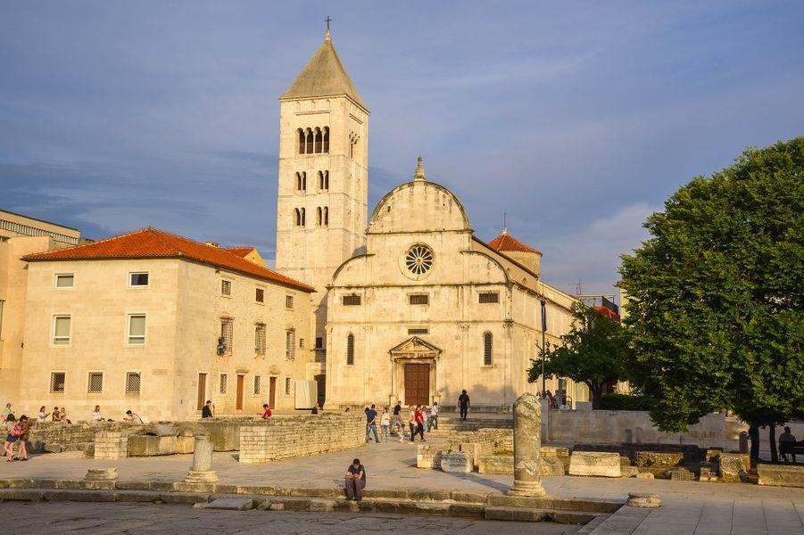9ème : Zadar, CroatieUne simple promenade sur les pavés blancs au bord de l'eau suffit pour tomber amoureux de Zadar. En plus de ses panoramas époustouflants sur l'Adriatique, de ses bars décontractés et de ses remparts, la ville croate est le parfait point de chute si vous voulez visiter les célèbres (et touristiques) lacs de Plitvice.