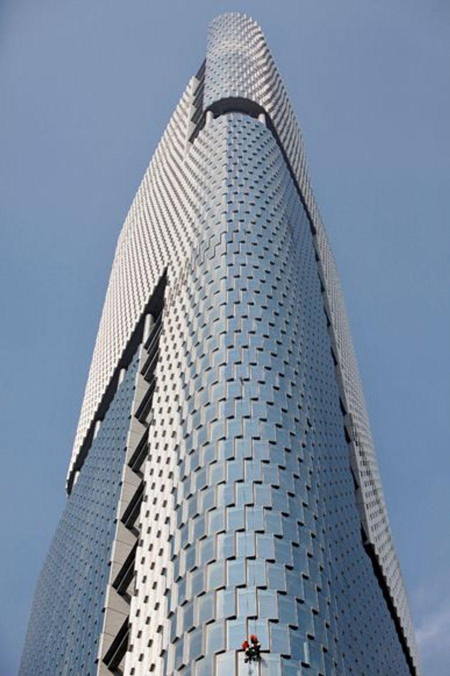 La Greenland Square Zifeng Tower de Nankin culmine quant à elle à 450 mètres.