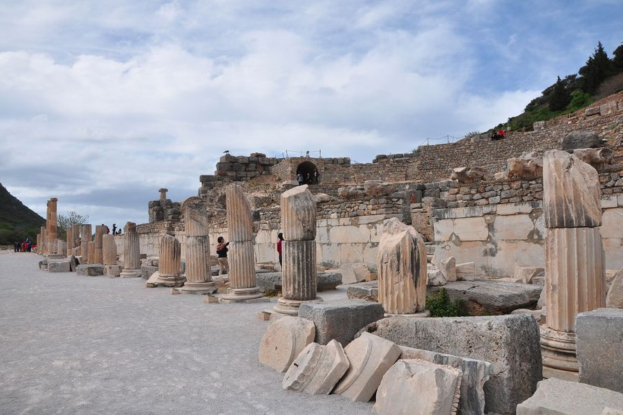 Des ruines du temple d'Artémis à Éphèse (Turquie actuelle).