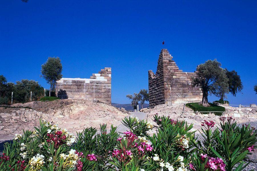 Les ruines dutombeau de Mausole, à Halicarnasse, en Carie (Turquie actuelle).