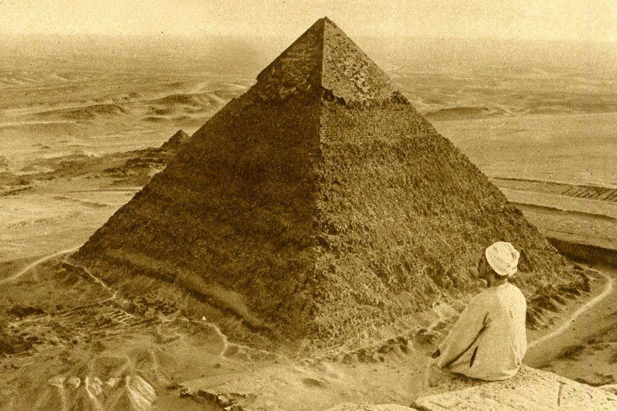 Dessin de la pyramide de Khéops (Égypte) en 1922.