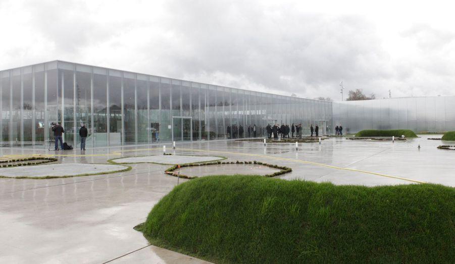 """""""Le Bilbao du nord de l'Europe?"""", se demande le quotidien à propos de Lens, marquée par l'ouverture récente de l'antenne du Louvre dans la ville."""