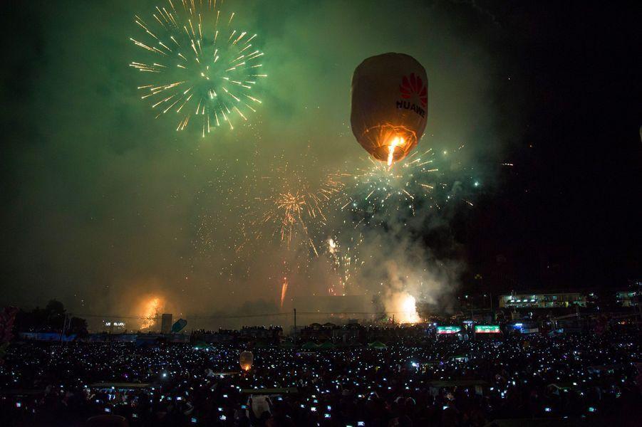 Le Festival des ballons de feu, événement traditionnel majeur enBirmanie, se déroule à Taunggyi, dans l'Etat de Shan (nord-est), et marque la fin de la saison des pluies.