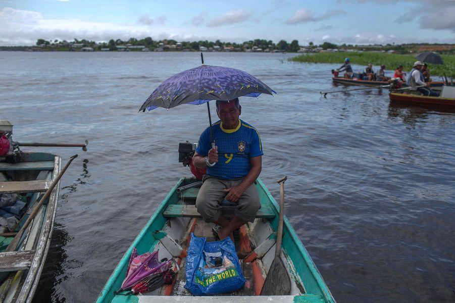 Tour de pirogue sur l'Amazone, Brésil.