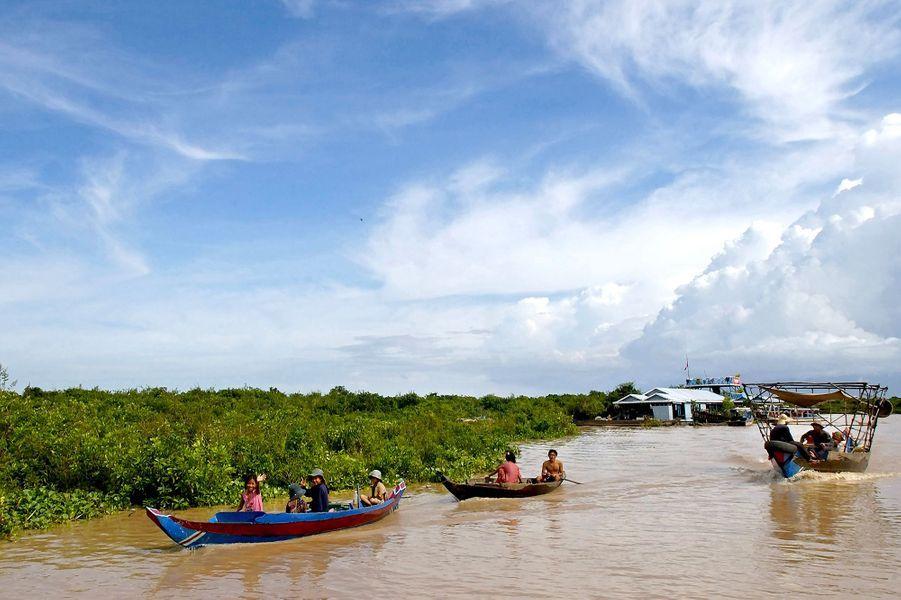 Tour de bateau sur le lacTonlé Sap près du village deChoungkhnis, Cambodge.