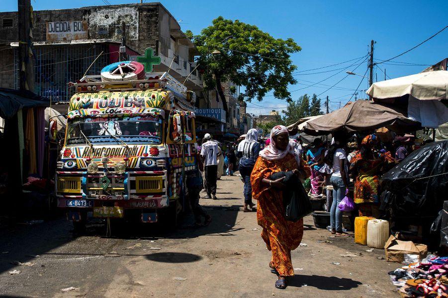 Petit marché à Dakar, Sénégal.