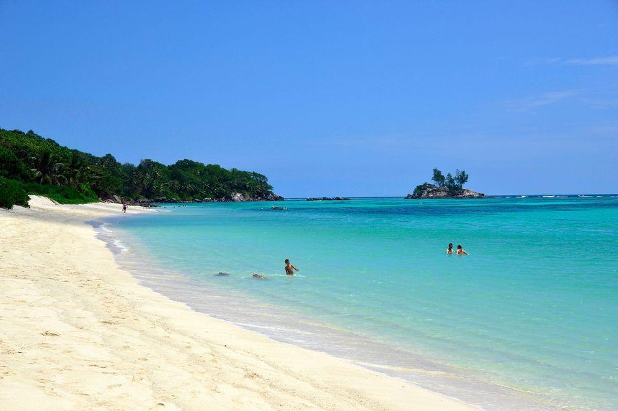 La plage d'Anse Royale, Seychelles.