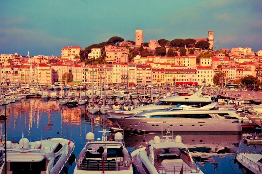 Cannes à 100 mètres du Palais et des plages.